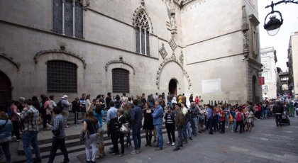 Un total de 4.718 personas visitan el Ayuntamiento de Barcelona por Sant Jordi