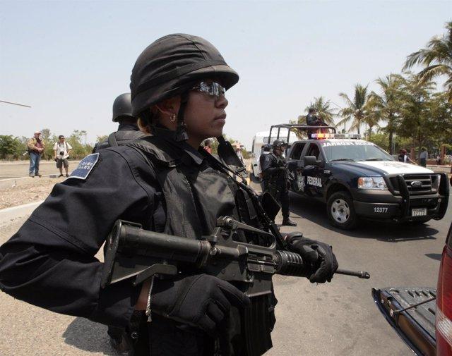 Una policía federal en Culiacán, Sinaloa
