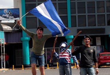 Milers de persones surten al carrer a Nicaragua per exigir la dimissió d'Ortega (REUTERS / OSWALDO RIVAS)