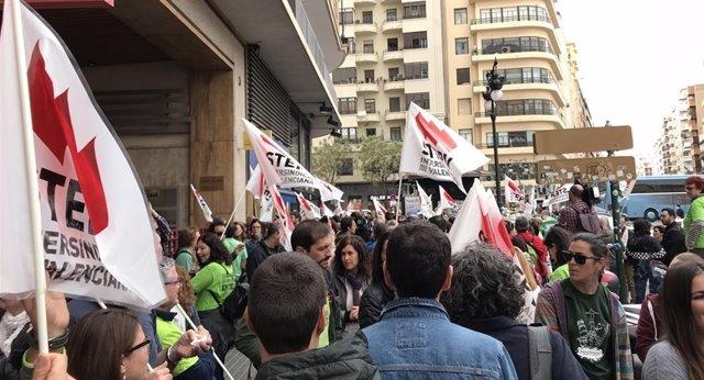 Manifestación del profesorado interino en València