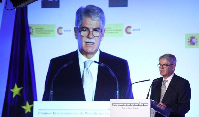 Alfonso Dastis interviene en la entrega de unos premios sobre periodismo
