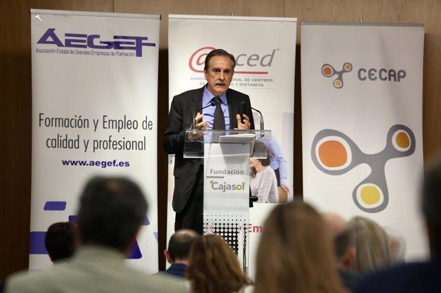 El exministro de Trabajo Valeriano Gómez en Sevilla