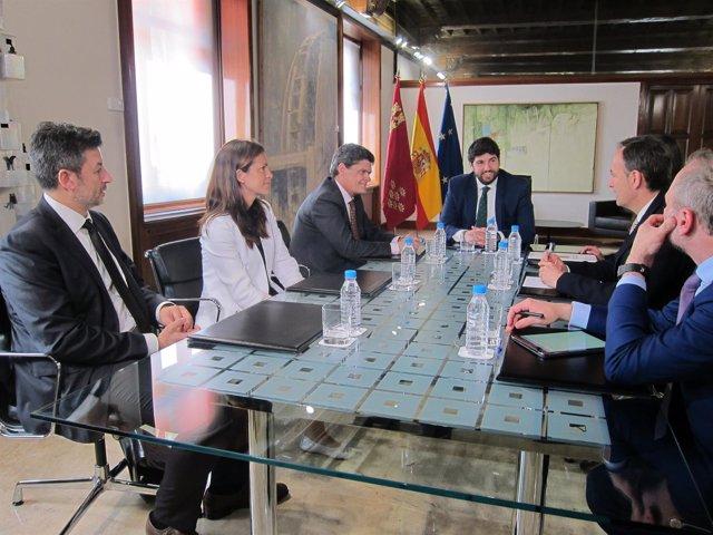 Imagen de la reunión de López Miras con los responsables de la SAREB