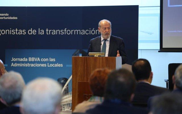 Villalobos apela al 'compromiso' de los bancos para que mantengan sus servicios en el medio rural