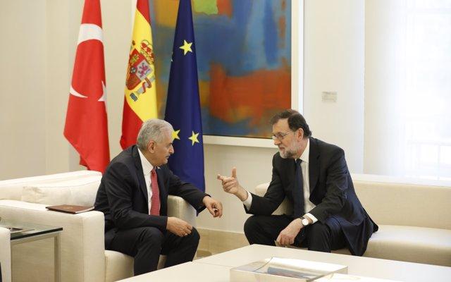 Rajoy no ve discrepancias entre Montoro y Llarena porque la Justicia es la que debe ver si se han 'falseado' facturas