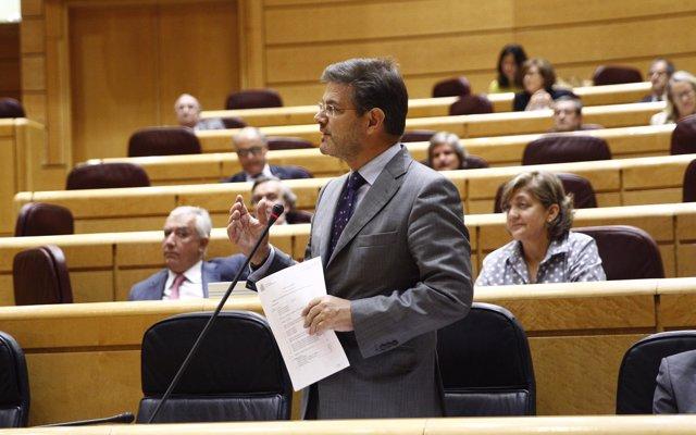 Catalá reprocha al PSOE que utilice las exhumaciones de cuerpos del Valle de los Caídos para 'rehurgar en las heridas'