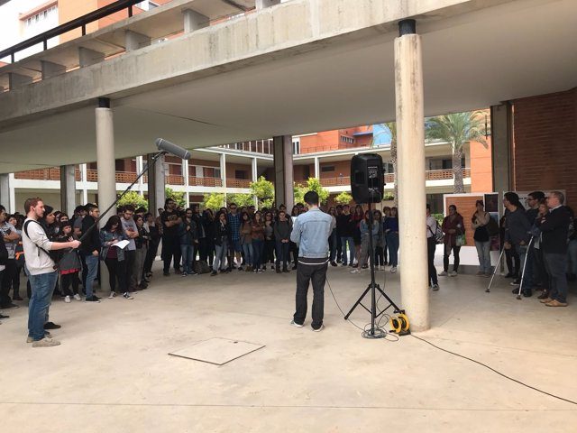 Concentración en el campus de Gandia de la UPV