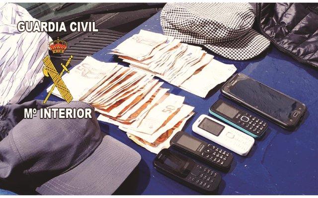 Dos detenidos acusados de robar al descuido casi 3.000 euros de una entidad bancaria de La Carolina (Jaén)
