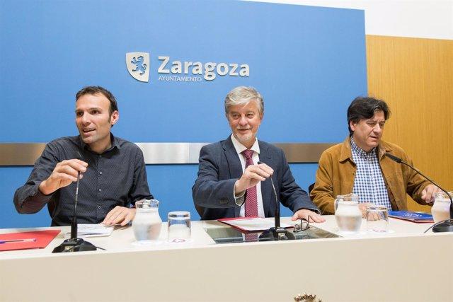 El alcalde Santisteve, Pablo Muñoz y Michel Zarzuela hacen balande del CIDEU