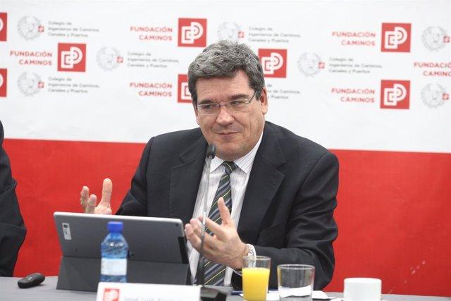 El presidente de la AIReF, José Luis Escrivá, en un desayuno informativo