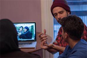 El periodista brasileño al que el trabajo con refugiados en Europa le cambió la vida
