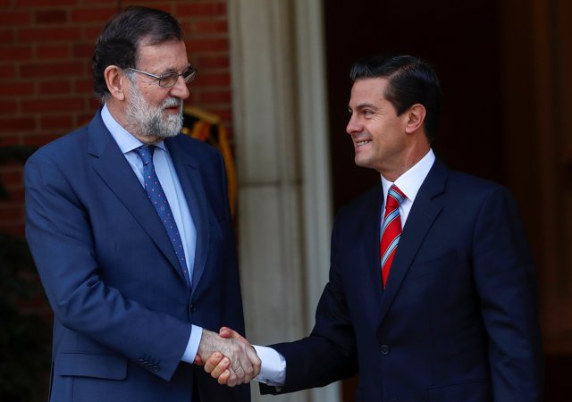 Mexican President Enrique Pena Nieto greets Spain's Prime Minister Mariano Rajoy