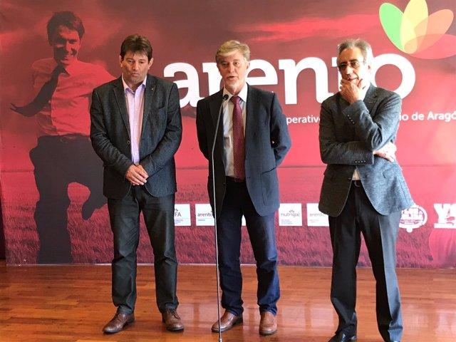 El alcalde de Zaragoza, el presidente de Arento y el director general Mercazgz