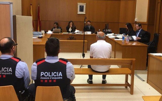 Pacientes de un terapeuta de Sabadell (Barcelona) relatan en el juicio que abusó de ellas