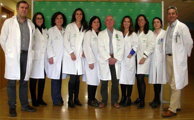 Un grupo de médicos del Hospital de Valme