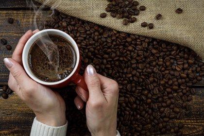 Tomar café durante el embarazo aumenta el riesgo sobrepeso en los hijos