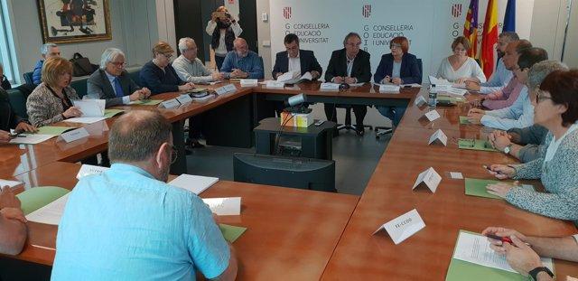 Martí March firma dos acuerdos de mejora en la concertada