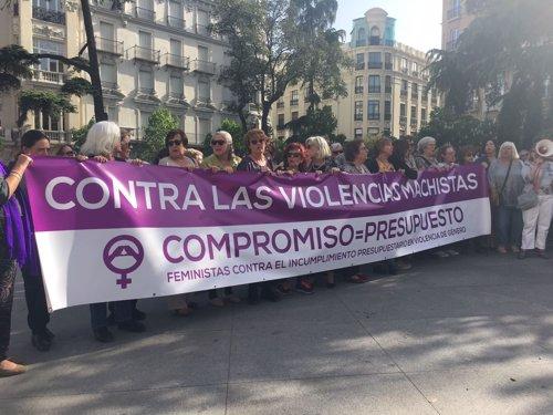 Concentración feminista ante el Congreso