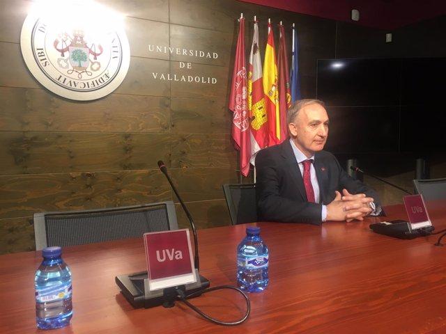 Valladolid.- Largo Cabrerizo, durante su comparecencia ante los medios