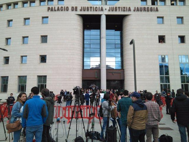 Expectación en el Palacio de Justicia ante la sentencia sobre 'La Manada'.