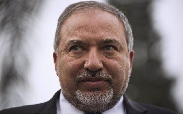 El ministro israelí dice que Israel bombardeará Teherán si Irán ataca Tel Aviv