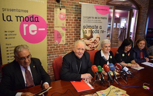 Cáritas León pone en marcha el proyecto de reciclaje de ropa 'MODA-RE' que venderá una tienda que tiene previsto abrir