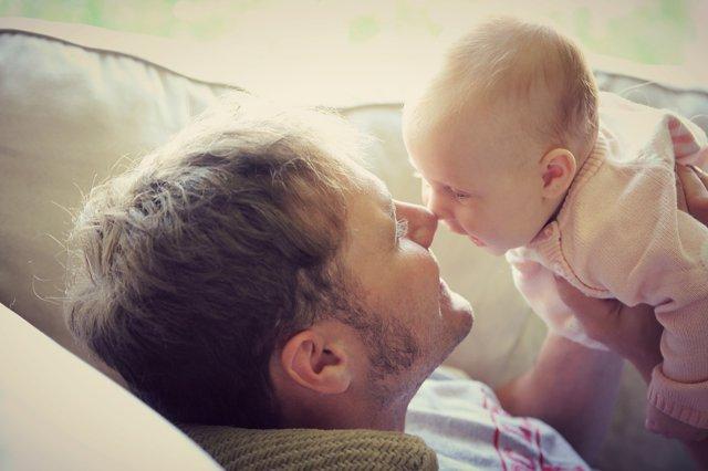 Paternidad, un padre con su bebé