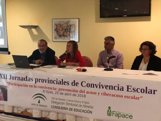 Fernández interviene en las jornadas provinciales de convivencia escolar