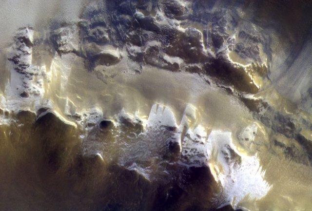 Cráter Korolev de Marte, captado por la nave TGO