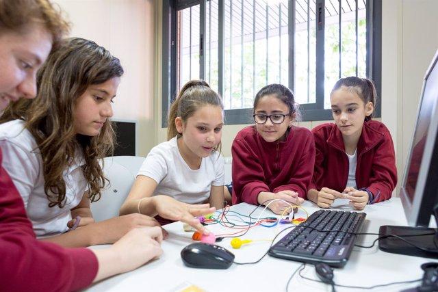 Niñas estudiantes STEM