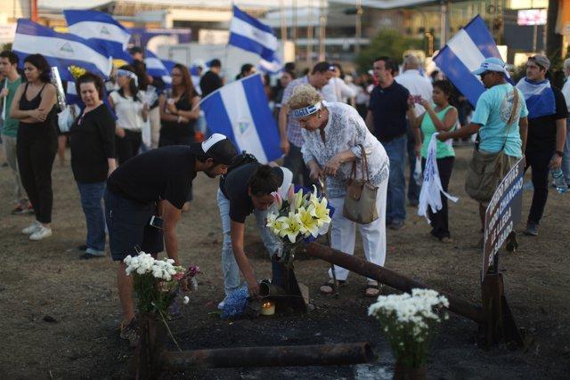 Homenaje a las víctimas de la represión policial de las protestas en Nicaragua