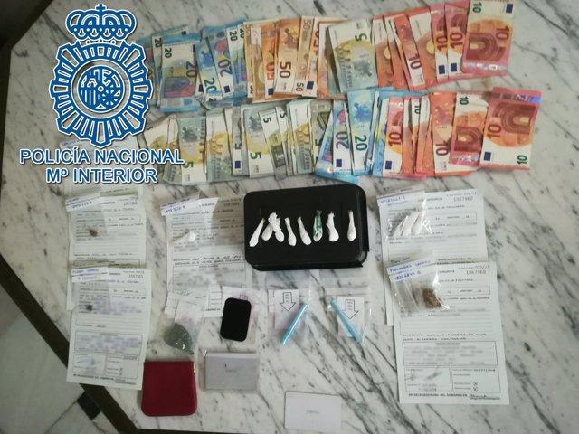 Droga y dinero intervenido en un bar de Morón de la Frontera