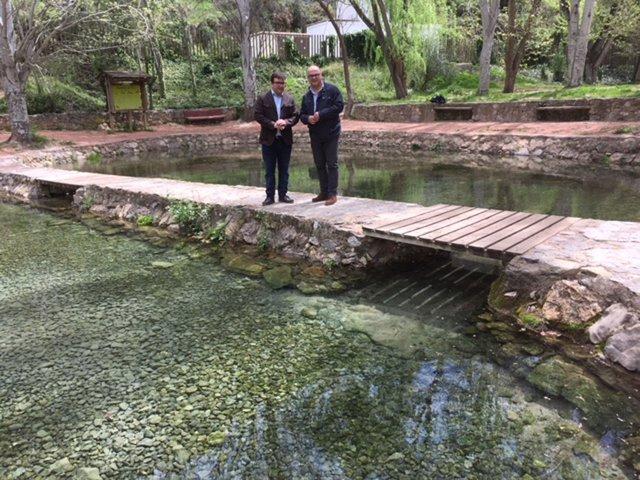 Visita de la Diputación al nacimiento del río San Juan, en Castillo de Locubín