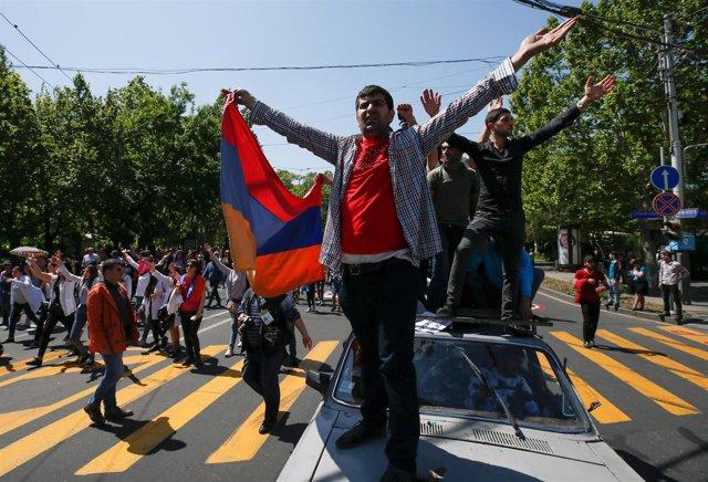 Partidarios del líder de la oposición armenia Nikol Pashinyan en Ereván