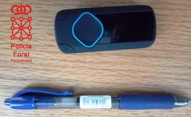 Dispositivo usado para copiar en el examen