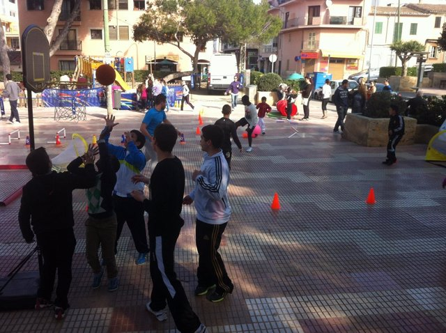 Niños jugando en una barridiada