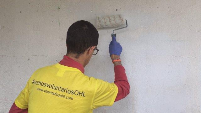 Voluntarios OHL en una jornada solidaria para rehabilitar un centro de