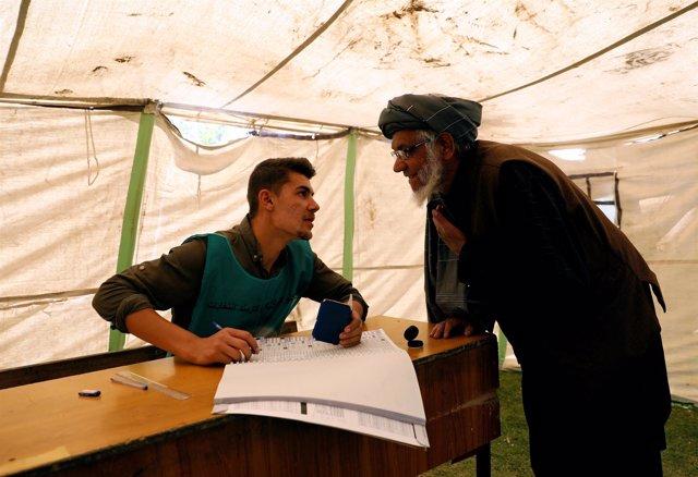 Centro de registro electoral en Kabul