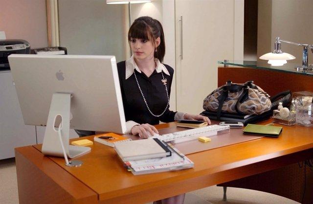 La particularidad del trabajador THE DEVIL WEARS PRADA, Anne Hathaway (wearing a