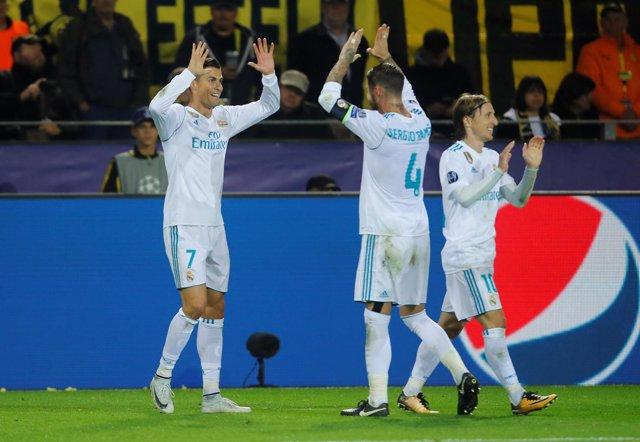 Cristiano Ronaldo, Sergio Ramos y Luka Modric celebra un gol del Real Madrid