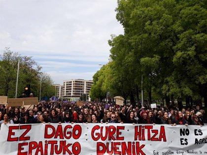 """Miles de personas rechazan en Pamplona la sentencia a 'La Manada' y dicen que """"no es abuso, es violación"""""""