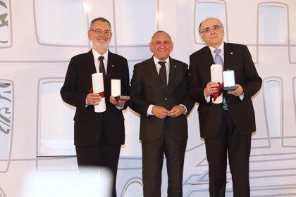 Euskaltzaindia y Eusko Ikaskuntza reciben la Medalla de Álava