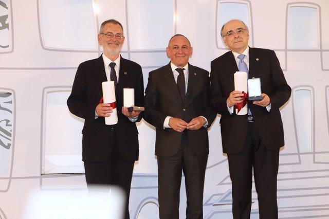 Entrega de la Medalla de Álava a Euskaltzaindia y Eusko Ikaskuntza