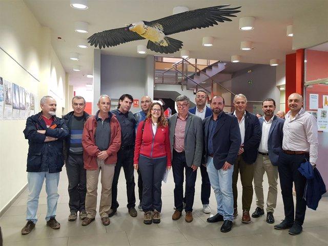 Elena Cebrián presenta el proyecto de recuperación de quebrantahuesos en Rossell