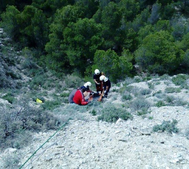Una persona es rescatada tras caerse en 'La Peña' en Valtierra