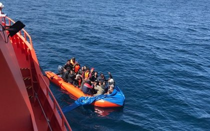 Concluye sin resultados la búsqueda desde este viernes de una patera en el mar de Alborán