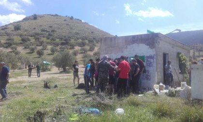 """Desalojo """"pacífico"""" de la finca 'Cerro Libertad' de Jaén ocupada por miembros del SAT tras personarse la Guardia Civil"""