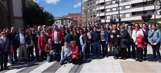 Delegación de la FSA-PSOE en la manifestación del 1 de mayo en Langreo