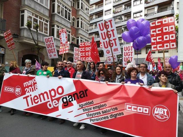Gritos feministas y de apoyo a la víctima de 'La Manada' en el 1 de Mayo