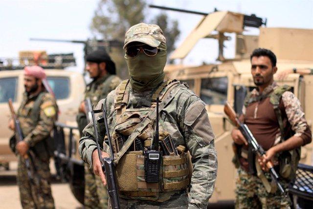 Miembros de las Fuerzas Democráticas Sirias en Deir Ezzor